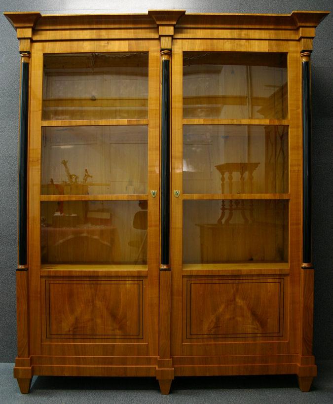 vitrinenschränke antik